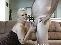Hawt MILF sucks a cock