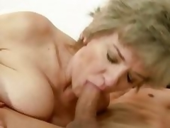 Sexual granny widens her lips round a subrigid fuck pole