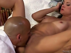 Stephanie Swift can't live without when gentle tongue touches her pussy petals. This gentleman presents her the almost any priceless carpet munch from Stephanies college times.