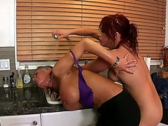 Nicki keeps having problems with a oozing sink in her apartment. This babe can't concentrate with oozing water in the background. Nikki is her landlord and lover!