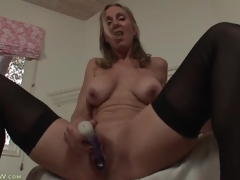 Solo mom turns on her pussy with a toy