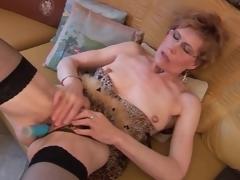 Older in nylons and underware has dildo sex